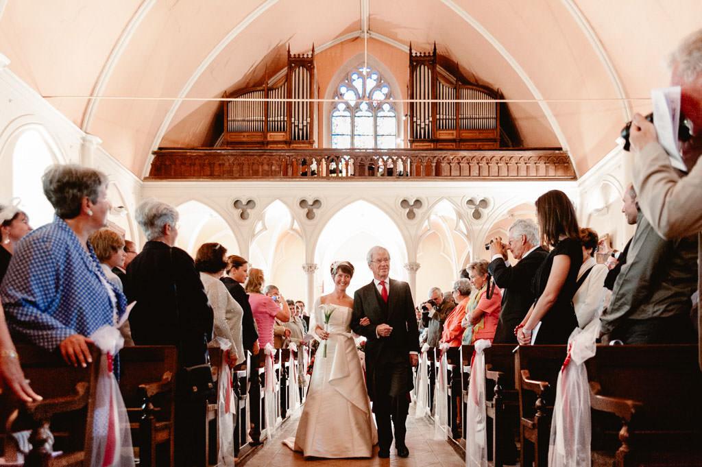mariage dijon bourgogne photo entree eglise mariee montbard