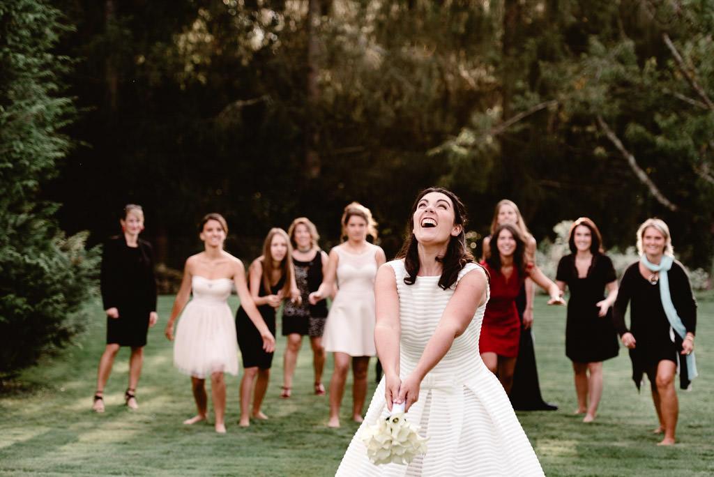 photographe mariage auxerre chablis bourgogne vin dhonneur lancer bouquet