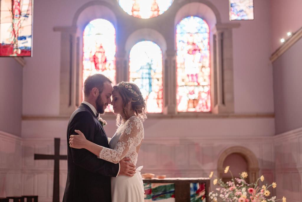 photographe mariage dijon bourgogne ceremonie eglise maries portrait